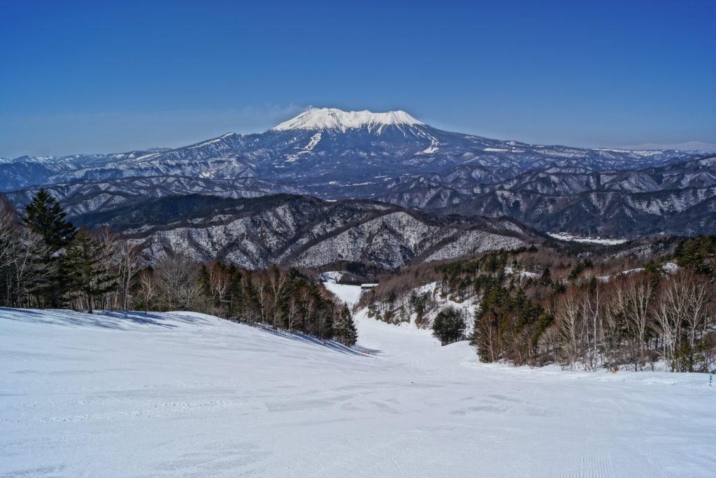 木曽福島スキー場から望む御嶽山