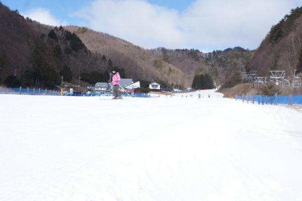 ファミリーゲレンデやキッズパークも全コース滑走できます。